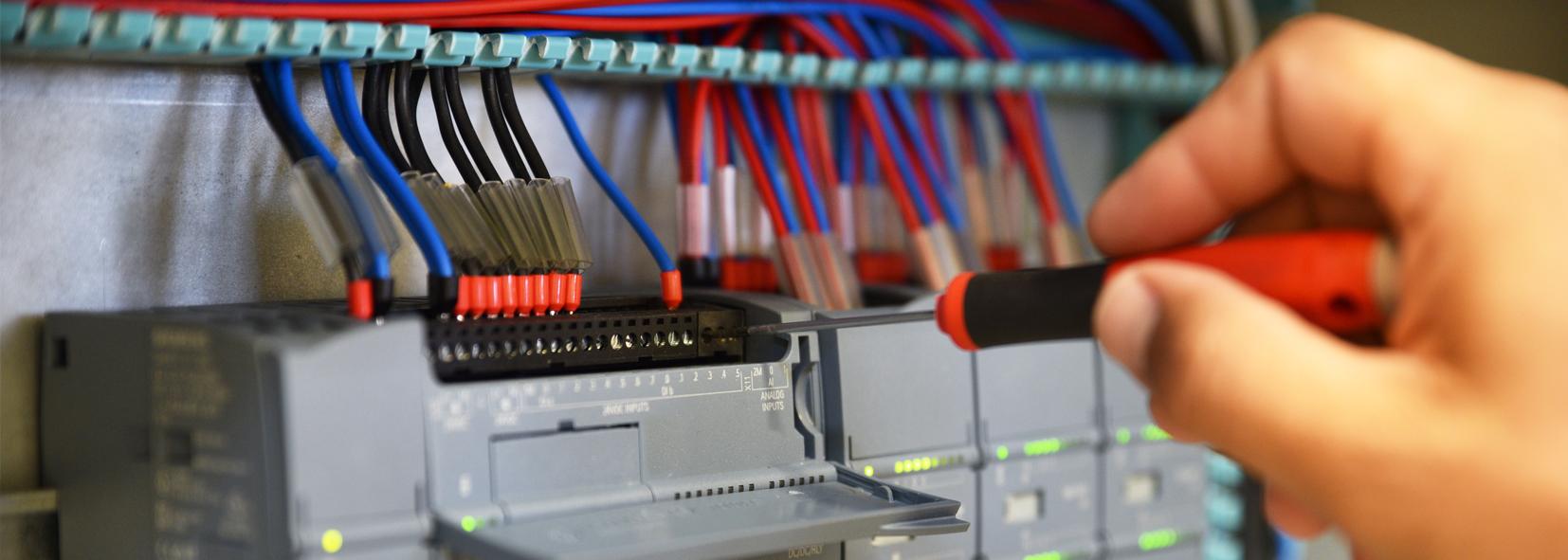 Hoe bespaart u tijd met kruisverwijzingen bij PLC-kaarten in EPLAN?